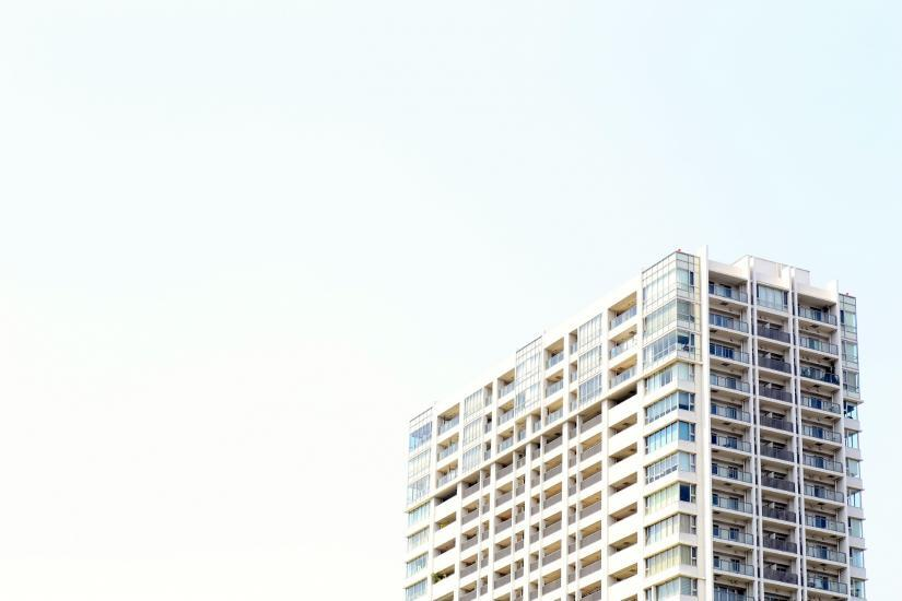 高層マンション配布の集客アイデアで、引き寄せ効果の高い業種について
